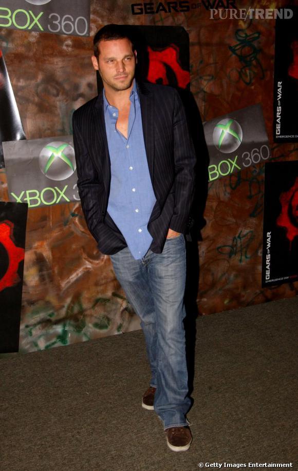 Justin Chambers : allure plus cool qu'avec ses costumes, l'acteur sait être sexy avec une chemise entrouverte.