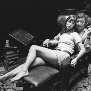 La silhouette svelte de Jane lui donne des airs de mannequin. Le couple Birkin/Gainsbourg était très médiatisé, dans les années 60 et 70.