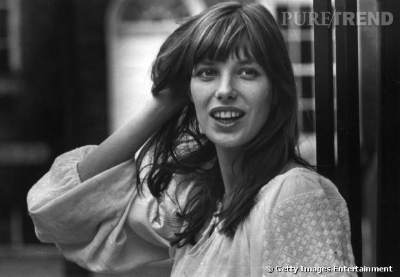 Jane Birkin, beauté parfaite et atypique, plus hippie chic que BB, porte la frange comme personne.