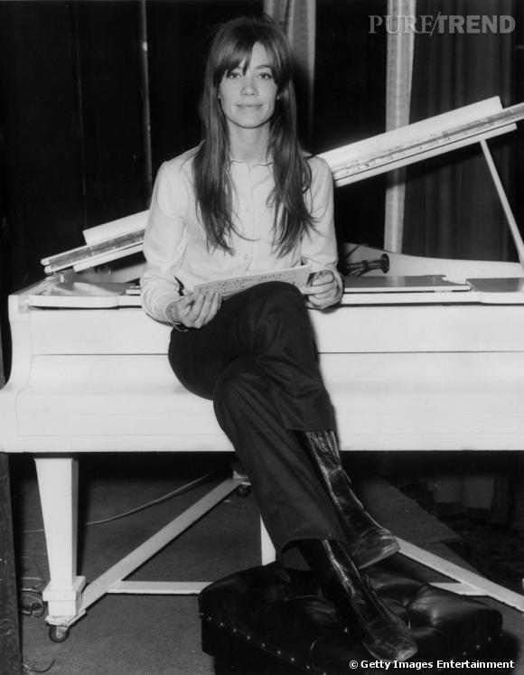 Françoise Hardy a eu l'honneur de collaborer avec le grand Gainsourg, notamment pour la chanson  Comment te dire adieu ?.