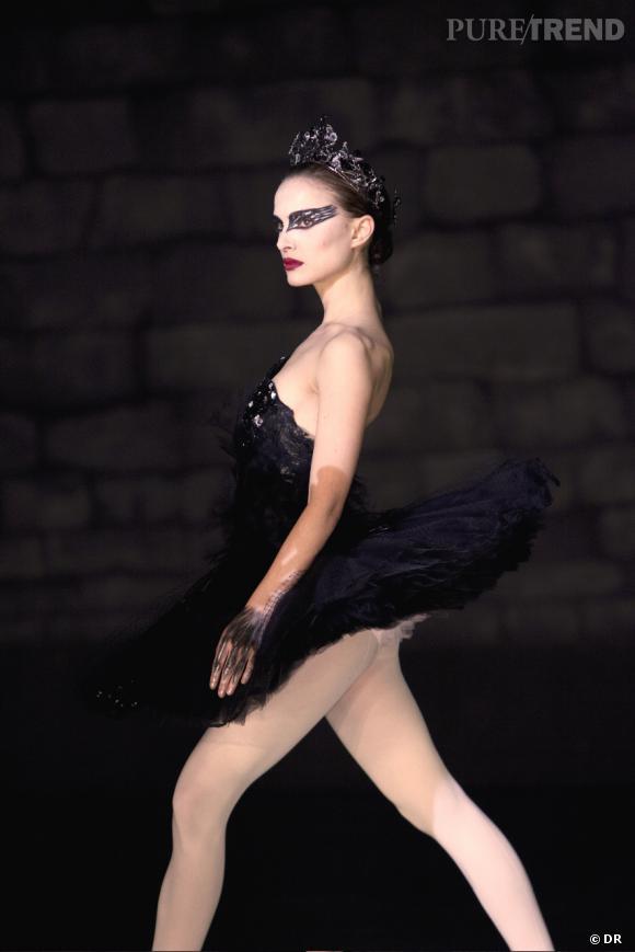 """Pour les costumes de """"Black Swan"""", Rodarte s'est basé sur les références classiques du """"Lac des cygnes"""" : Odile, maléfique, porte un diadème et un tutu noir."""