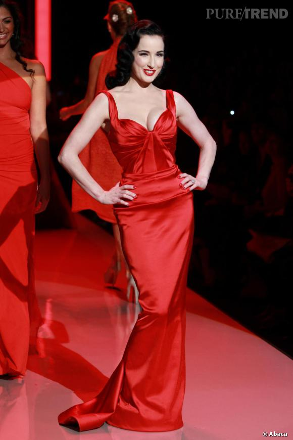 "Dita Von Teese au défilé ""The Heart Truth's 2011"", organisé au Lincoln Center, à New-York."