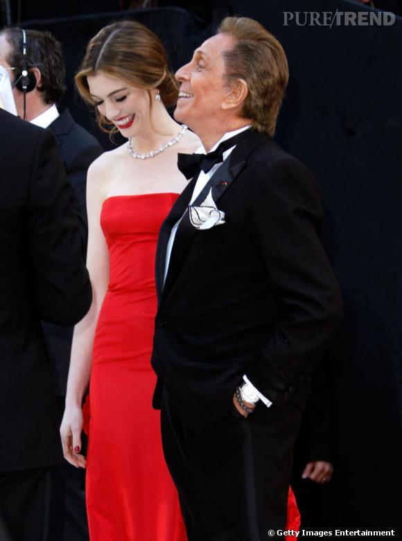 Anne et Valentino Garavani foulent le red carpet des Oscars.