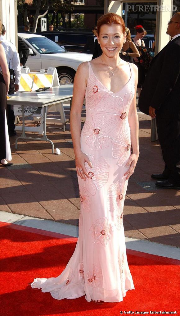 Alyson Hannigan en robe moulante rose pâle... Pas top.