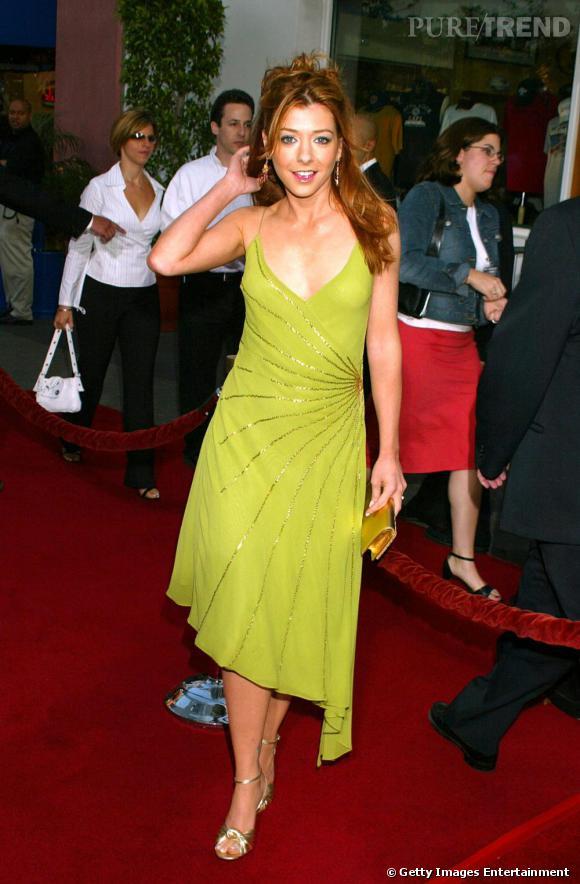 Alyson Hannigan en robe vert pomme. Un bémol pour le fond de teint orange.