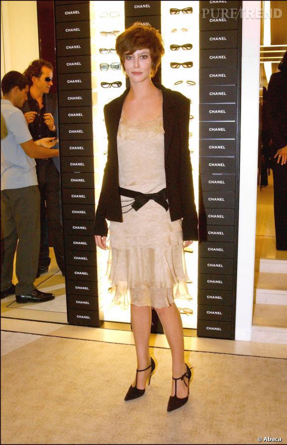 2002 :  Un petit air d'Audrey Tautou et un look plus bohème, Anna Mouglalis est en pleine expérimentation.