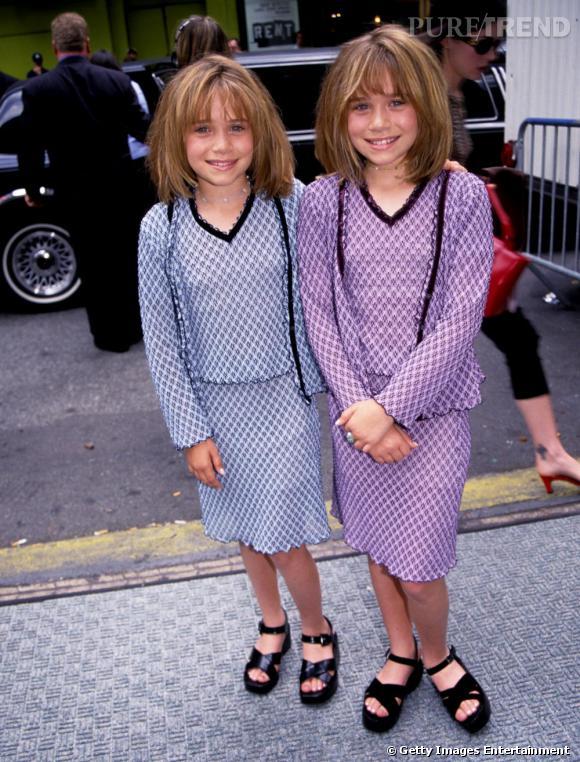 Le flop première apparition : les cheveux ébouriffés et les mèches colorés, les deux demoiselles ne font pas petites filles. De même pour les deux ensembles trop mémères.