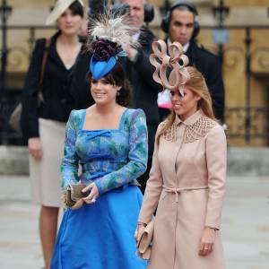 La Princesse Beatrice d'York adopte un superbe total look nude signé Valentino Haute Couture printemps-été 2011. Elle parfait le tout avec un chapeau Philip Treacy.