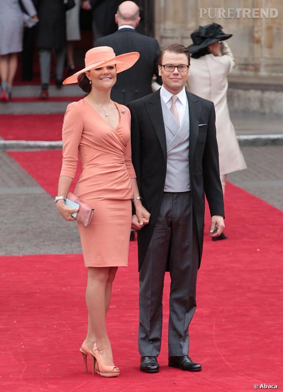 La Princesse Victoria de Suède ose la couleur et arbore un look corail signé Elie Saab printemps-été 2011.