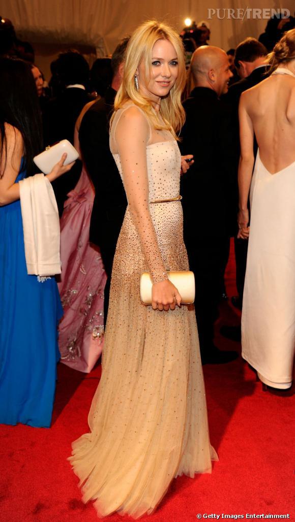 Naomi Watts dans une robe Stella McCartney.