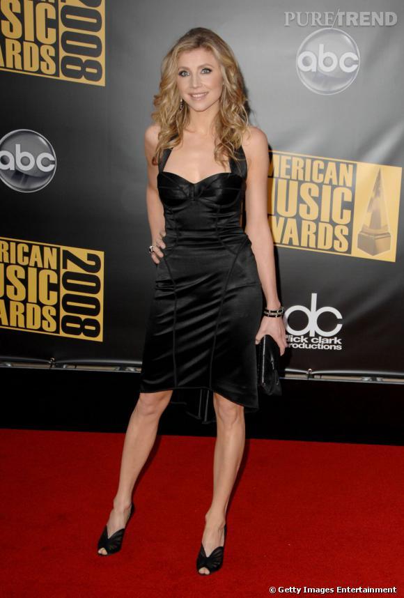 """C'est qui elle ?  Sarah Chalke, qui a commencé dans """"Scrubs"""", pour finalement avoir un personnage récurrent dans """"How I Met Your Mother"""". Elle joue aujourd'hui dans la série """"Mad Love""""."""