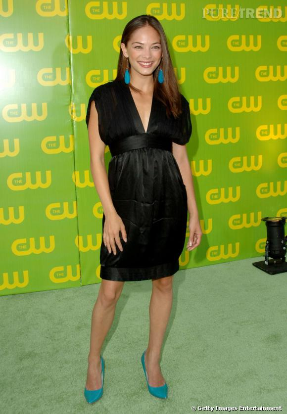 """C'est qui elle ?  Kristin Kreuk de """"Smallville"""". Au départ timide et réservée, son personnage est devenu de plus en plus déjanté et sexy. L'actrice était d'abord fan des mini tops puis des robes courtes."""