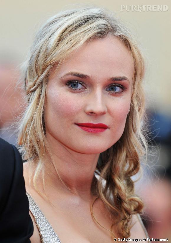 Cannes : les plus beaux make-up du jeudi 12 mai Les pommettes sont saillantes, la bouche framboise et le regard s'illumine de pigments nacrés chez Diane Kruger.
