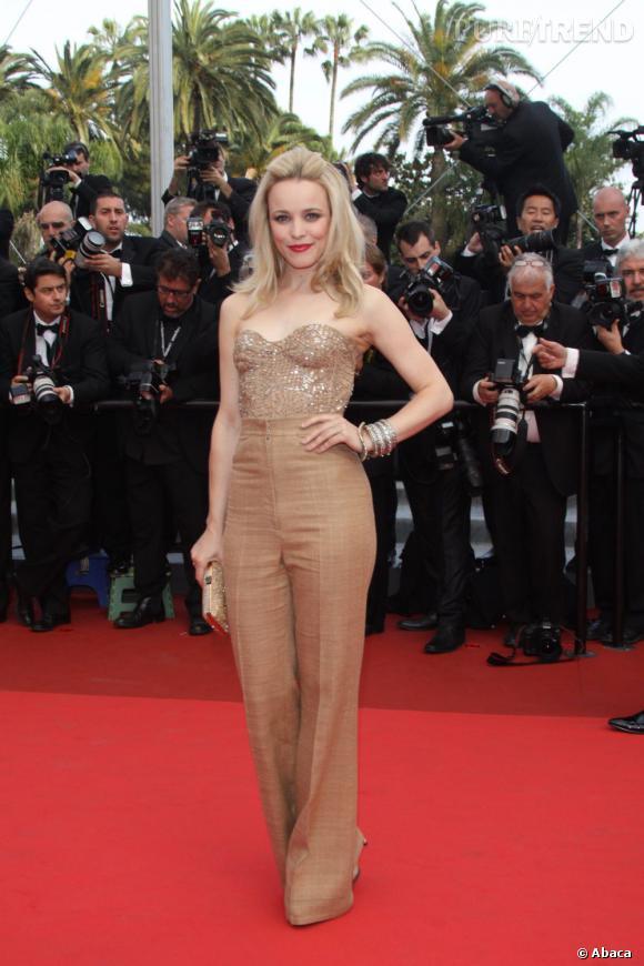 """Rachel McAdams monte les marches du Festival de Cannes  à l'occasion de la présentation de """"Sleeping Beauty""""."""