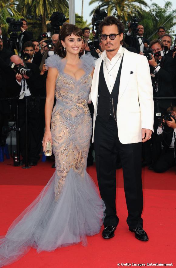 """Penelope Cruz et Johnny Depp : la montée des marches de """"Pirates des Caraïbes 4""""."""