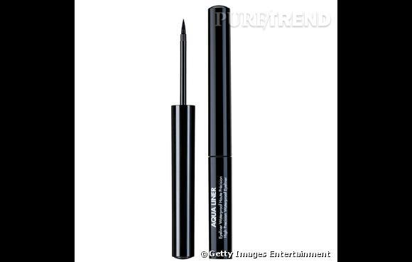 Dans le vanity de Faye Dunaway     Nom :  Aqua Liner de Make Up For Ever      Au ras des cils, l'eye liner vient redessiner la courbe de l'oeil pour un regard de biche.    Disponible  chez Séphora au prix de 19.50 €.