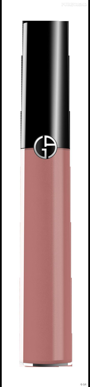 Dans le vanity de Faye Dunaway    Nom :  Gloss Armani   La bouche est habillée d'un subtil tissu. Le raisin vient s'écraser avec chic sur les lèvres pour y déposer un concentré de couleurs haute définition. Les bouches se font cinéma et captivent le regard par leur brillance.      Prix :  30 €.