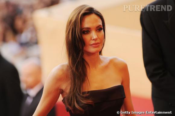 Cannes : les plus belles coiffures du lundi 16 mai    Angelina Jolie arbore une coiffure glamour, tout en mouvement. La chevelure est glossée, jetée sur un côté. L'actrice est sublime