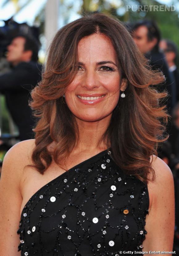 Cannes : les plus belles coiffures du 16 mai    La chevelure prend du volume et le brushing se souffle chez Roberta Armani.