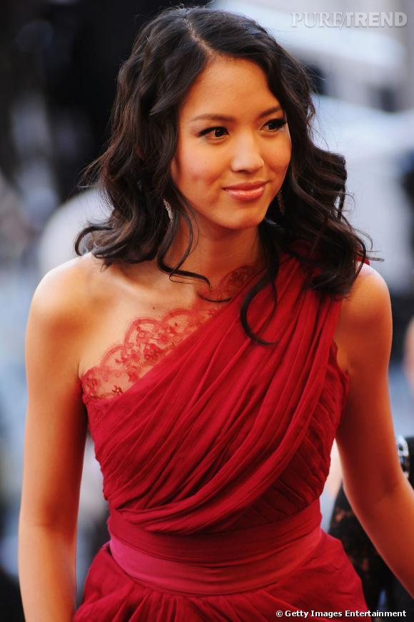 Cannes : le  s plus belles coiffures du lundi 16 mai    Zhang Zilin ondule ses longueurs et place sa mèche sur le côté. La crinière est en mouvement.