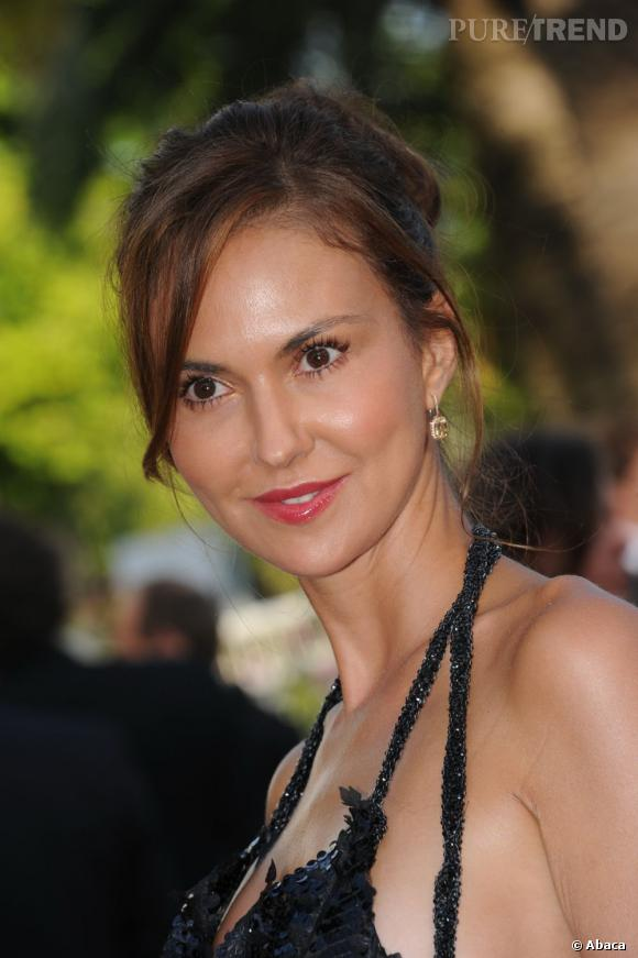 Cannes : les plus beaux make up du mardi 17 mai       Svetlana Metkina opte sur une mise en beauté naturelle. La bouche gourmande ponctuée de pigments framboise apporte une fraicheur au maquillage, le teint est lumineux et le mascara posé en cil à cil pour agrandir le regard.
