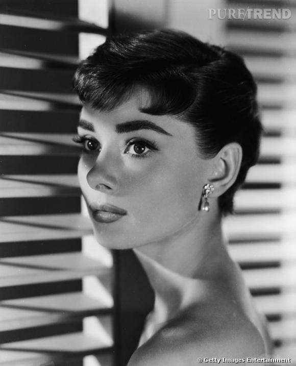 Comment on se coiffait dans les années 50 ?     Nom :  Audrey Hepburn    Coiffure  : la coupe garçonne très enfantine.