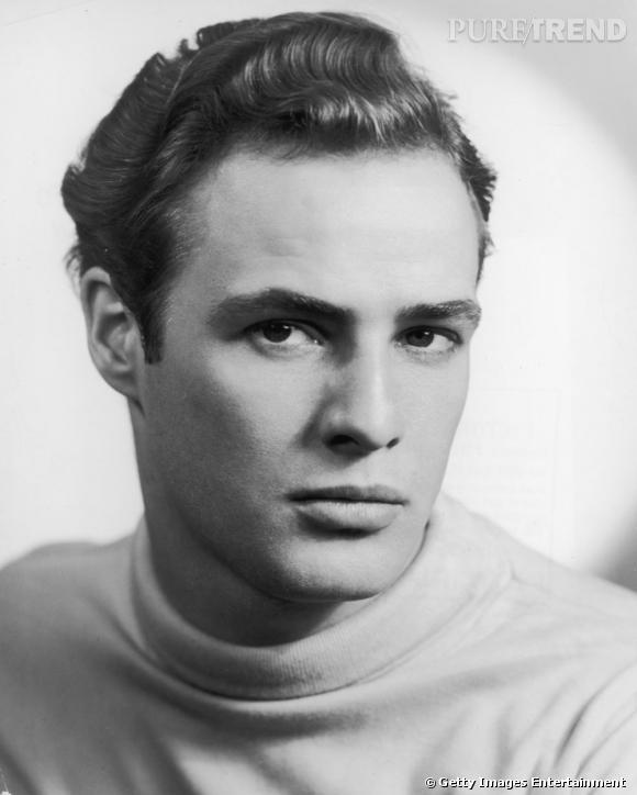 Comment on se coiffait dans les années 50 ?     Nom  : Marlon Brando      Coiffure :  le plaqué en arrière avec effet cranté.