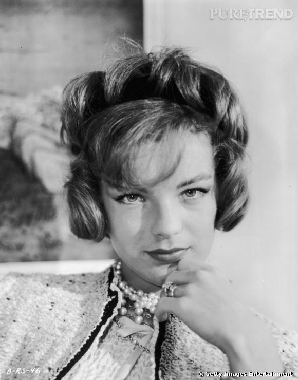 Comment on se coiffait dans les années 50 ?     Nom :  Romy Schneider    Coiffure  : le brushing soufflé et les ondulations.