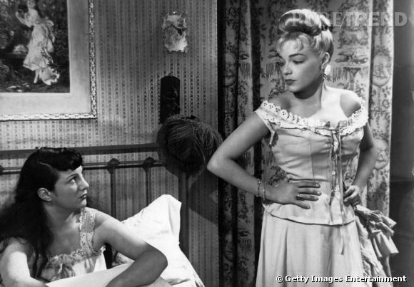 Comment on se coiffait dans les années 50 ?     Nom :  Simone Signoret    Coiffure :  le chignon haut en volume.