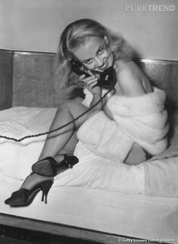 Comment on se coiffait dans les années 50 ?     Nom :  Jeanne Moreau       Coiffure  : la crinière est en mouvement, la mèche sur le côté et les longueurs ondulées.