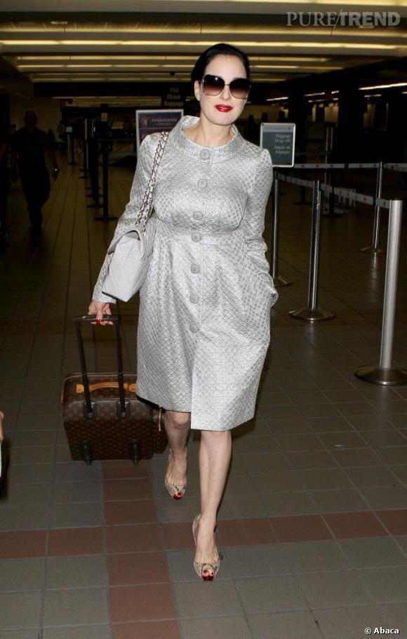 Dita Von Teese, pimpante à l'aéroport de Los Angeles.