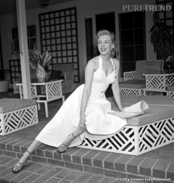 Marilyn Monroe a rendu iconique la robe blanche décolletée.