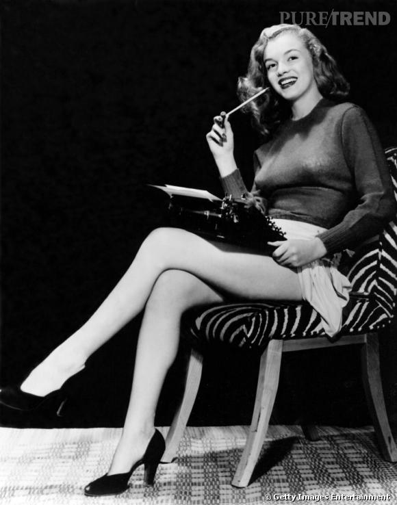 Durant les années 50, la belle connait la gloire et impose son style. Pull long et mini short sont souvent de rigueur.