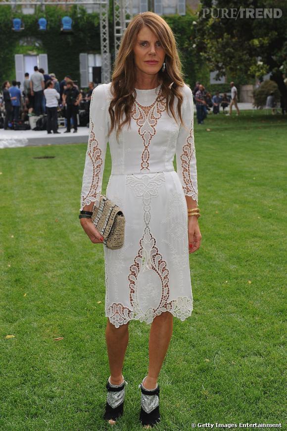 Seconde robe Dolce & Gabbana printemps-été 2011 pour Anna qui l'associe à des sandales Miu Miu automne-hiver 2011-2012.