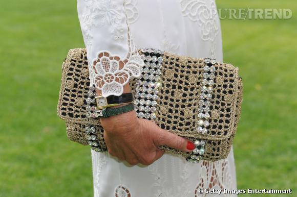 La pochette en crochet lamé et strass Dolce & Gabbana printemps-été 2011.