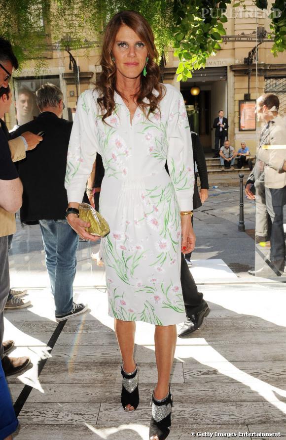 Anna Dello Russo court les défilés lors de cette nouvelle Fashion Week hommes de Milan.