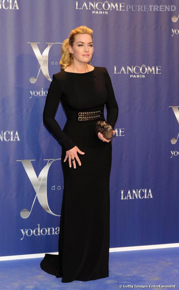 """Kate Winslet, sublime, en longue robe noire signée Victoria Beckham pour les """"Yo Dona Awards"""", à Madrid."""