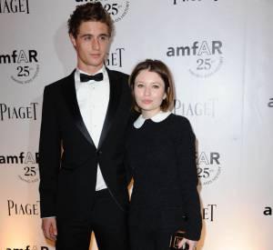 Emily Browning, jeune fille pas si sage en Louis Vuitton automne-hiver 2011.