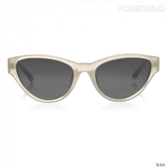 Lunettes The Row       Des lunettes oeil de chat, et une monture translucide, histoire de ne pas faire comme Madame tout le monde.       Prix : 347€     En vente sur  www.net-a-porter.com