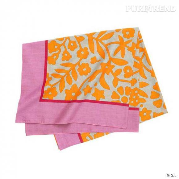 """Paréo """"Elephant King"""", Hermès       Une étole Hermès, en mousseline de coton, la version chic de la serviette éponge...       Prix : 395€"""