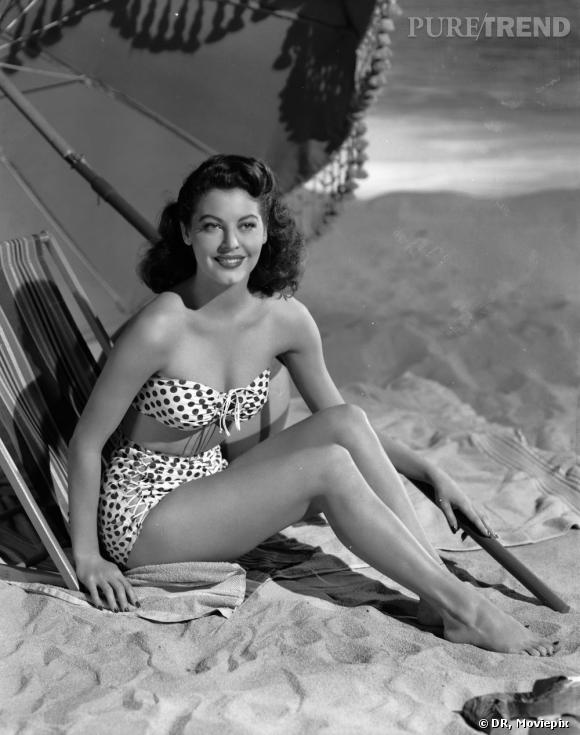 Une icône : Ava Gardner en bikini sur le sable d'une plage californienne.