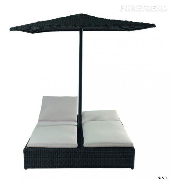 Bain de soleil double et parasol, Maisons du Monde       Une pin-up, une vraie, ne s'expose pas au soleil et entretient un teint de porcelaine, comme Dita von Teese.       Prix : 990€