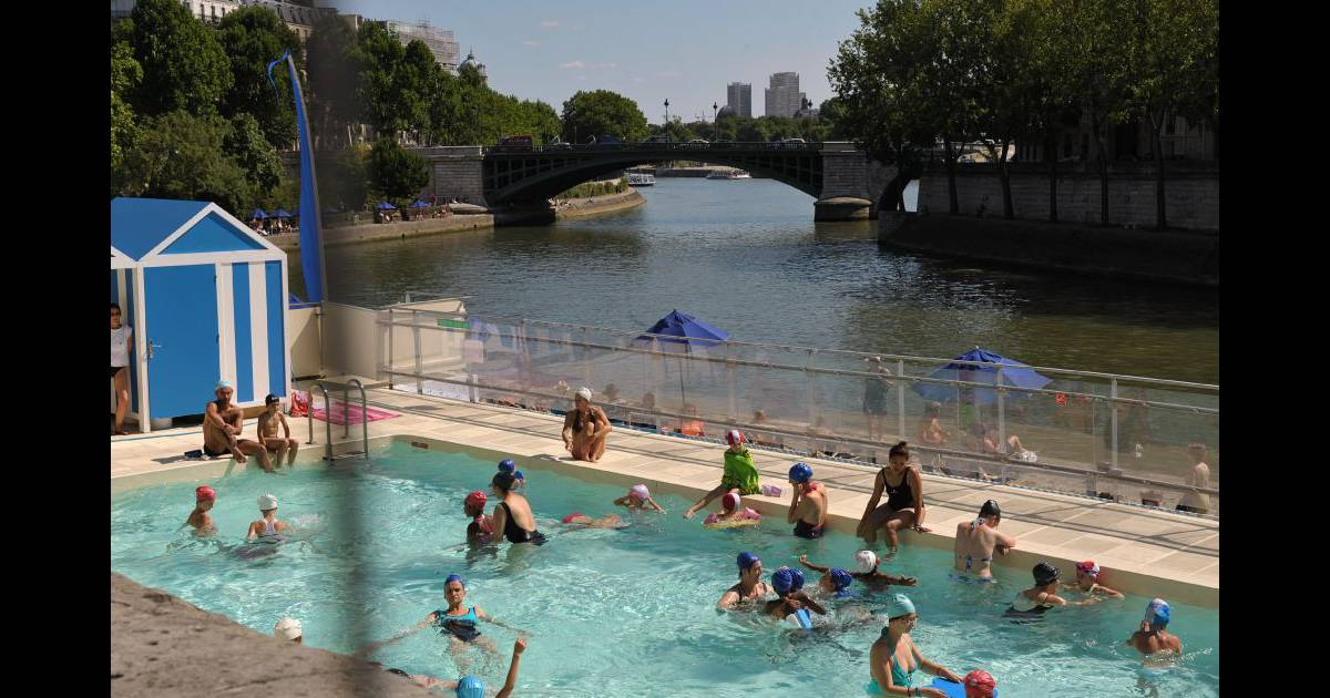 La piscine au bord de la seine on se croirait dans sous for Au bord de la piscine tours