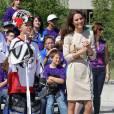 Kate Middleton s'essaie au sport national canadien en robe Malène Birger. Trop chic.