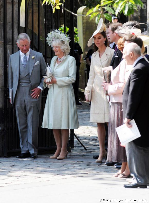 La famille réunie au grand complet pour le mariage.