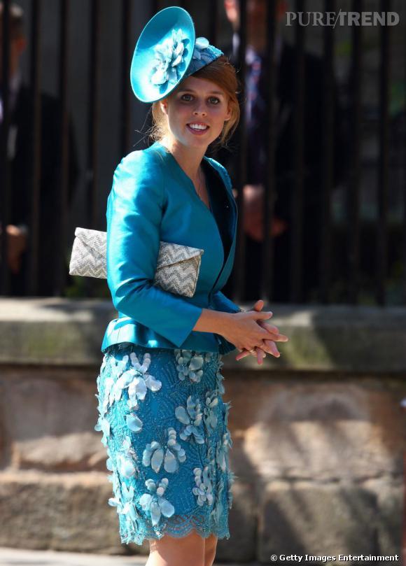 Princesse Béatrice, tout de bleu vêtue.