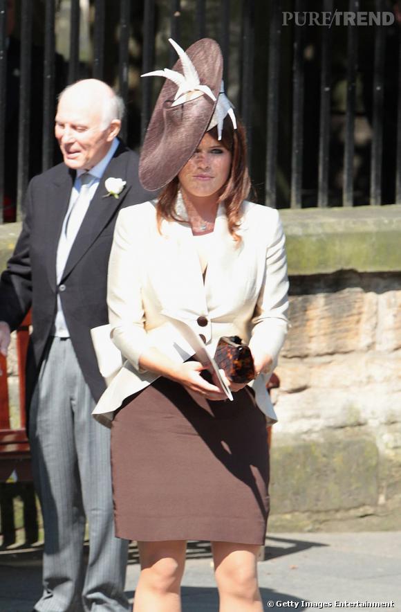 Princesse Eugénie, très sobre en beige et moka.
