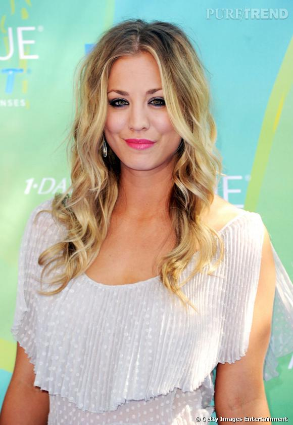 "Kaley Cuoco présente les ""Teen Choice Awards"" à Universal City."