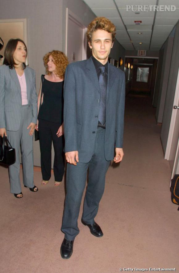 En 2001, James Franco a 23 ans. Il vient de tourner le biopic de James Dean, et garde les séquelles de l'époque rétro et des costumes démodés qui vont avec.