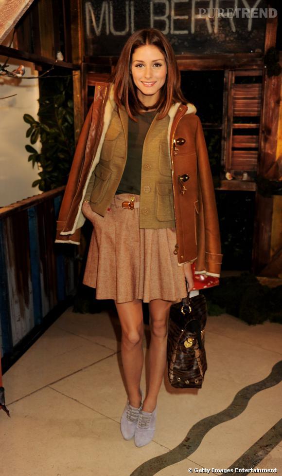 Tantôt bohème, tantôt glam rock, Olivia excelle aussi dans le style preppy made in Mulberry.